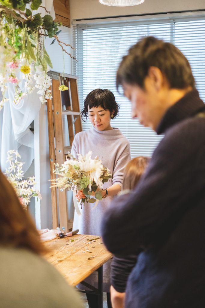 フラワーデザイナー 贈呈用花束